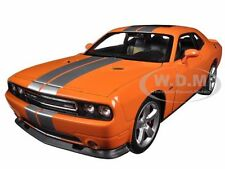 2013 DODGE CHALLENGER SRT ORANGE 1:24 DIECAST MODEL CAR  BY WELLY 24049