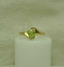 10K YELLOW GOLD HEART SHAPE PERIDOT RING Size 6 1/4 AUGUST BIRTHSTONE N87-T