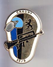 RARE PINS PIN'S .. GENDARMERIE EGM CASQUE ARME FAMAS 2/9 CHAUNY 02 OR ~CO