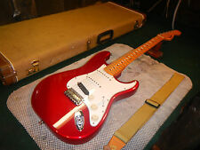 1997 FENDER CALIFORNIA SERIES STRATOCASTER ELECTRIC GUITAR Fiesta Red FINISH