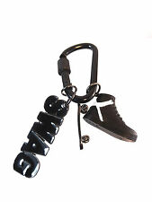 UNIQUE MENS COOL RETRO SWAG SKATER TRAINERS CARBINER KEYRING NEW (A16)