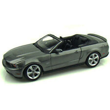 Maisto 2010 Ford Mustang GT Convertible 1:18 Diecast Model Car Grey