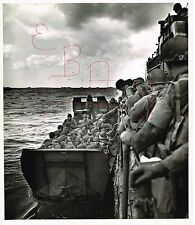WWII GREAT ACTION 11X14 PHOTO OF US SOLDIERS ENTERING LANDING BARGES D-DAY 6/6