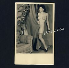 BUSTY NUDE WOMAN / NACKTE FRAU m GUMMIBAUM * Vintage Typical 30s Photo PC
