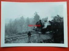 PHOTO  LONGMOOR MILITARY RAILWAY SADDLE TANK LOCO NO 195 (3) RUNNING THRO WOODS