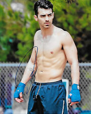 GAY INT SHIRTLESS JOE JONAS SIGNED CANDID 8X10 IN PERSON