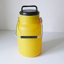 ancien boite a lait design années 70 pop 70's vintage deco rétro jaune 2L