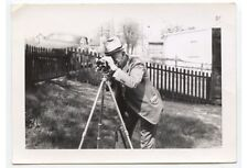 ANTIQUE OUTDOOR OCCUPATIONAL PHOTO OF A MAN W/ VINTAGE SURVEY CAMERA   TRIPOD