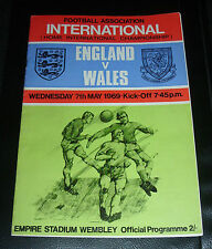 ENGLAND V WALES 1969 PROGRAMME SIGNED BY 11 WELSH  PLAYERS AFTEL