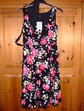ladies F & F dress summer dress label says size 14