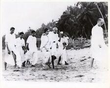 1938 PHOTO NEW DELHI, INDIA, MAHATMA GANDHI/BAPU + DR. SUCHELLA NUYAR