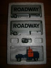 Winross Die-cast 1:64 Scale Roadway Express Tractor & Double Trailers In Box