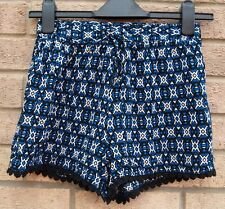 NEW LOOK ABSTRACT BELTED POM POM CROCHET TRIM SUMMER HOT PANTS SHORTS 4 XXS