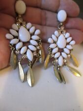 Vintage dangle white rhinestone w/clear rhinestone, earrings..740