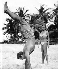 Sean Connery and Ursula Andress UNSIGNED photo - B2969 - James Bond - Dr. No