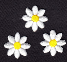 "SET OF 3 - WHITE DAISY w/YELLOW CENTER (3/4"") - Iron On Embroidered Patch"
