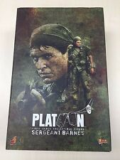 Hot Toys MMS 141 Platoon Sergeant Barnes Bob Tom Berenger 12 inch Figure NEW