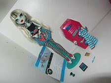 Monster High Frankie Stein Classroom Doll Home Ick Puppe