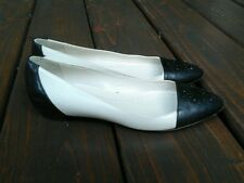 BEAUTIFUL BROOKS BROTHERS WOMAN'S SHOES FLATS BEIGE & BLACK SIZE 6.5 GREAT COND