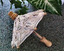 Muñecas Lace Umbrella hecho a mano en caso.