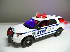 "LARGE 1/18 Scale  NYPD New York POLICE FORD EXPLORER SUV  ""WORKING LIGHTS"" SIREN"
