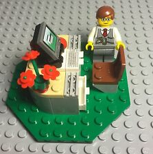 Lego New MOC Hotel Receptionist / Businessman / Lawyer Office Desk With Computer