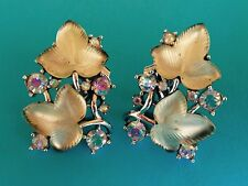 TRIFARI VINTAGE CARVED GLASS MATTE TAN FROSTED MAPLE LEAVES CLIP ON EARRINGS