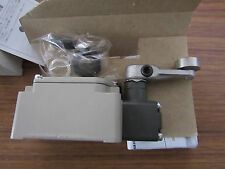 Omron Snap Action Roller Lever, Limit Switch, Die Cast Aluminium, O2 342360