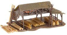 Faller 130288 H0 Holzlager, mit Stämmen, Balken, Brettern, Epoche I, Neuware
