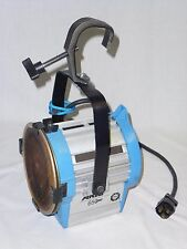 ARRI 650 650+ Plus STUDIO FRESNEL / THEATER LIGHT with BULB and 2 SCRIMS, WORKS!