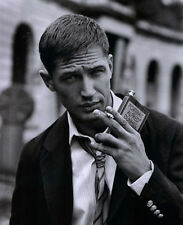 Tom Hardy UNSIGNED photo - D377 - HANDSOME!!!!!