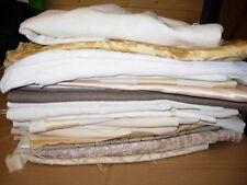 Lavoro Lotto di oltre 20 pezzi di tessuti misti diversi tipi di artigianato patchwork NUOVO