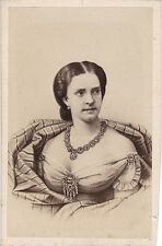 Photo cdv : Neurdein ; Portrait de la reine du Portugal , vers 1865
