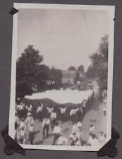 VINTAGE 1920 FARMERSBURG INDIANA CIRCUS MARCHING BAND PARADE FLAG OLD CARS PHOTO