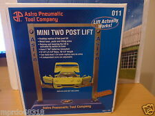 Mini two post lift for 1:24 scale diecast models new in box