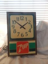 Vintage 7-Up Light Up Advertising Wall Clock 1970s 18""