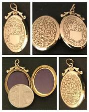 A CHARMING ENGRAVED 9CT YELLOW GOLD OVAL LOCKET - ANTIQUE EDWARDIAN - CIRCA 1902