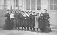 BM194 Carte Photo vintage card RPPC Femme groupe queue leu-leu classe école