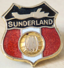 SUNDERLAND Vintage badge Maker COFFER N'ton Brooch pin In gilt 22mm x 24mm