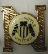 NEWCASTLE UNITED VINTAGE Football Non Enamel Insert Pin Badge MAGS TOON ARMY
