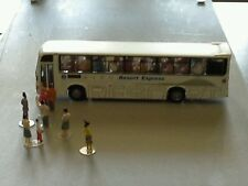 N-SCALE TOUR BUS, WITH 22 SEATING PEOPLE INSIDE BUS (A)..(●_●).(●_●).(●_●)..