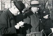 PARIS c. 1940 - A la Bourse aux Timbres - DIV 3357