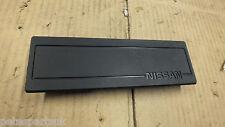 Nuevo genuino Nissan Ver Compatibilidad. estéreo cubierta Placa 68470-81n00 N17