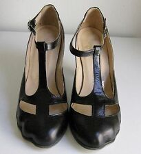 VIVIENNE WESTWOOD TOE SHOES T-STRAP BLACK LEATHER  SZ UK5 OR US7 GREAT COND