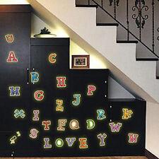 A-Z Lettres Alphabet Fluorescence brille dans le noir Lumineux Autocollant Mural