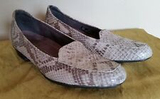 Clarks Everyday  Light Tan/Beige  Snake Print Leather Moc Toe Loafers Shoes 7,5N