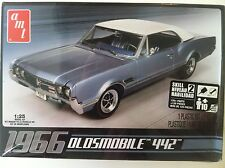 AMT 1966 Oldsmobile 442 1/25 Scale Plastic Model Car Kit 689