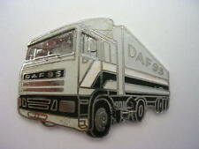 PIN'S  CAMIONS  / DAF 95  /  SUPERBE