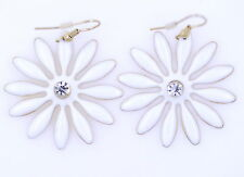 Très joli grand marguerite blanche dangle earrings, 50s 60s rétro