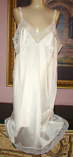 """VTG.""""VANITY FAIR SOFT SILKY SMOOTH NYLON WITH LACE FULL SLIP NEW W TAGS SIZE 34"""